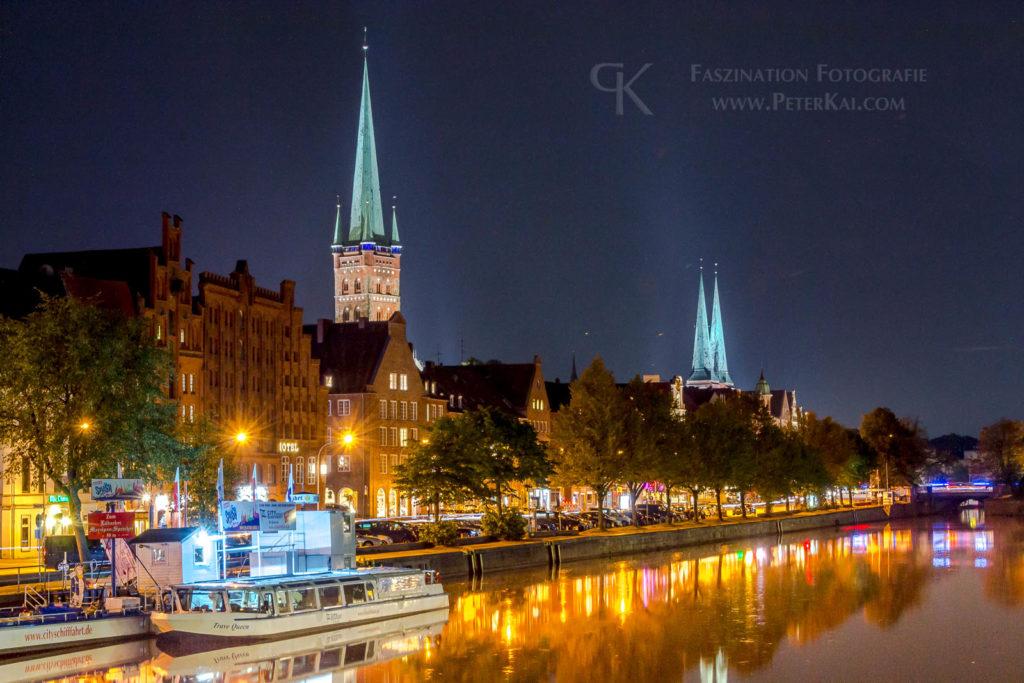 Luebeck - Nachtaufnahme - An der Trave - Kirchen