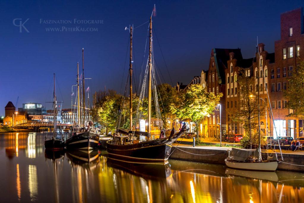 Luebeck - Nachtaufnahme - An der Trave - Selgelschiff - Museumshafen