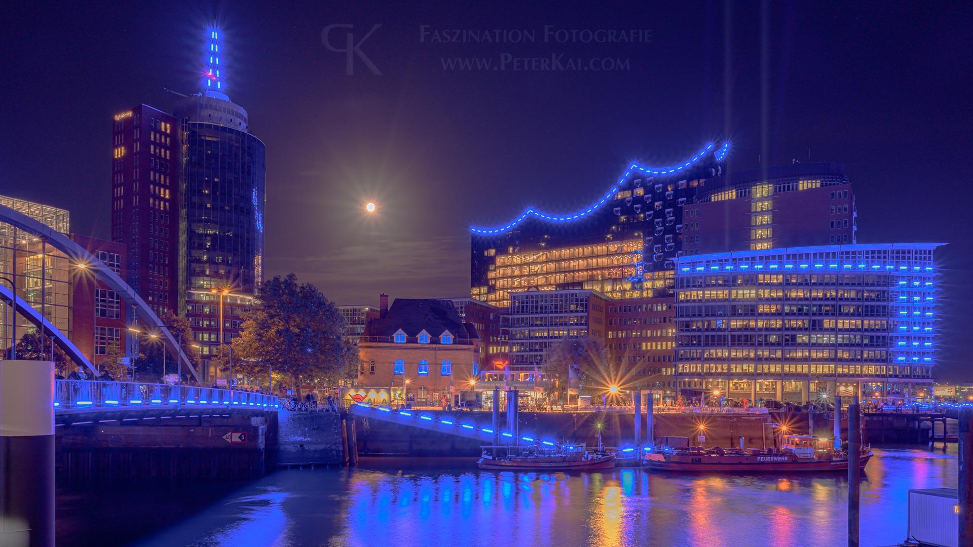 Hamburg - Blue Port 2019 - Elbpromenade - Blick auf die Elbphilharmonie