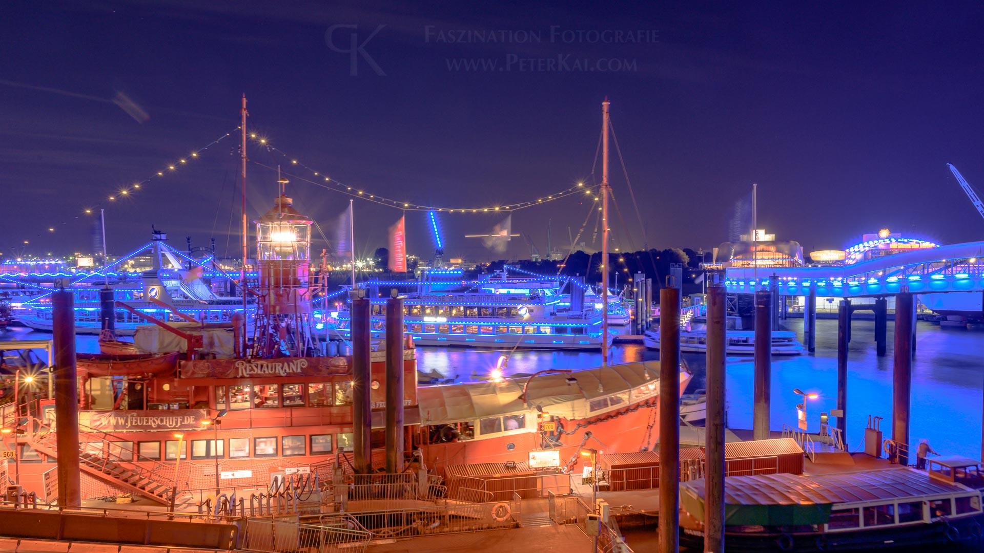 Hamburg - Blue Port 2019 - Elbpromenade - Blick auf das Feuerschiff LV 13