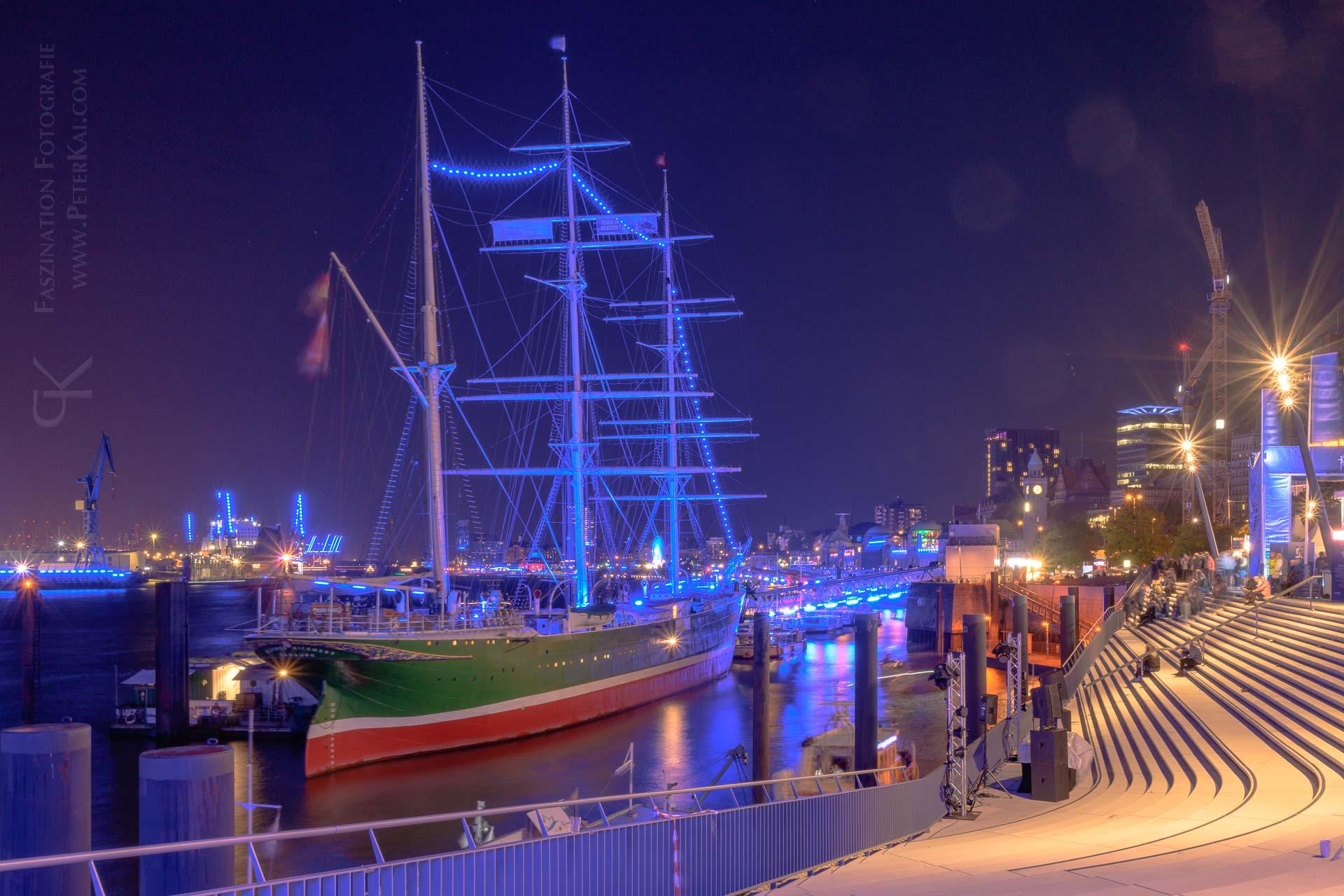 Hamburg - Blue Port 2019 - Elbpromenade - Blick auf die Rickmer Rickmers